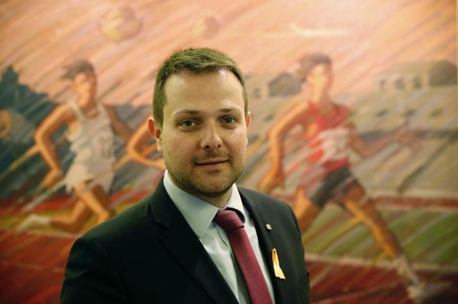 El secretario general catalán de Deportes, Gerard Figueras, posa para...
