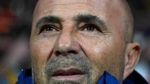 Sampaoli, pensativo en el encuentro de Argentina ante España.