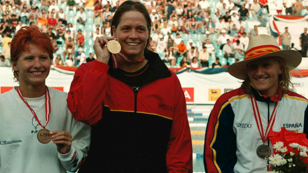 Sandra Völker, con la medalla de oro en Atlanta 1996, en el medio de