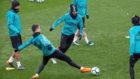 Los jugadores del Real Madrid, durante el entrenamiento.