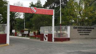 Entrada a la ciudad deportiva de Independiente