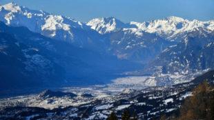 Imagen panorámica de los Alpes suizos en el cantón de Valais.
