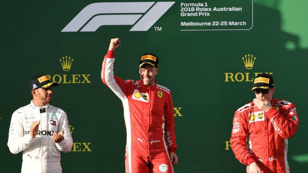 Podio de Melbourne con el nuevo logo de la F1.