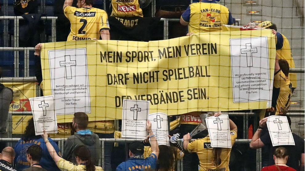Aficionados del Rhein-Neckar Löwen protestan por las circunstancias...
