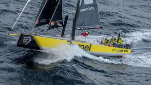 El Brunel, líder de la séptima etapa de la Volvo Ocean Race, en el...