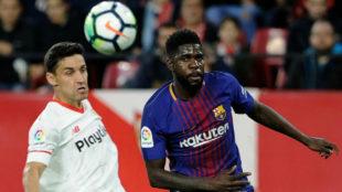 Umtiti pugna con Navas en el Sevilla-Barcelona.