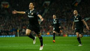 Ben Yedder celebra uno de sus goles en Old Trafford.