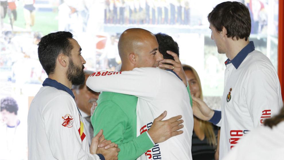 Rocas, con sus compañeros de la selección campeona de Europa.