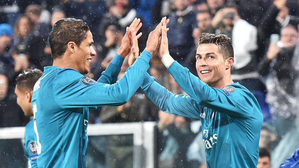 Varane, celebrando un gol junto a Cristiano Ronaldo.