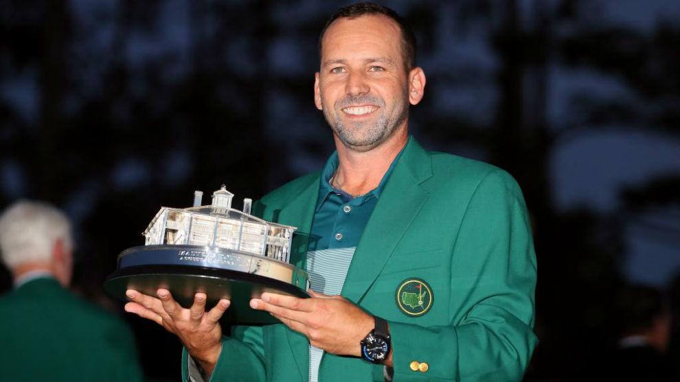Sergio García, con el trofeo y la chaqueta verde que acredita al...
