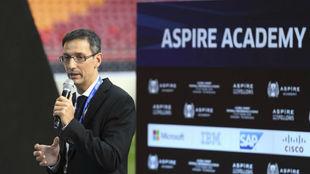 Iván Bravo, durante una conferencia sobre la Academia Aspire