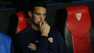 Sergio Rico, en el banquillo antes del partido contra el Bayern.