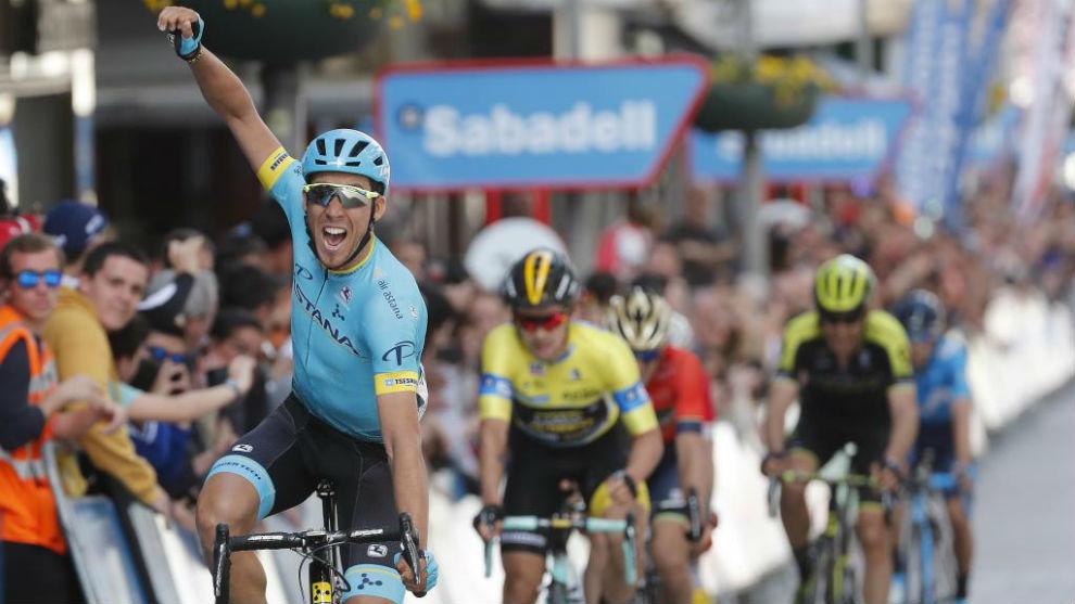 Fraile celebrando su triunfo de etapa en Eibar.