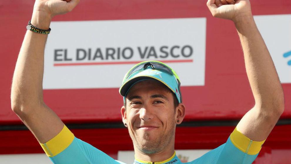 Omar Fraile celebrando en Eibar su triunfo de etapa.