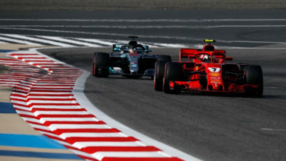 Kimi Raikkonen, delante de Hamilton