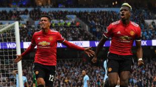 Smalling y Pogba celebran el gol de la remontada del United.
