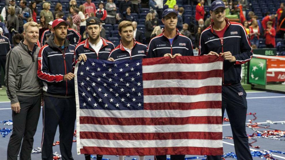 El equipo estadounidense, con su bandera