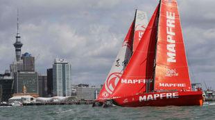 El 'Mapfre' llegando a uno de los puertos de la Volvo