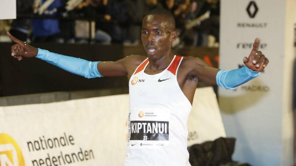 Erick Kiptanui, en una competición