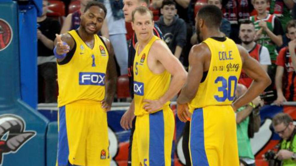 Jugadores del Maccabi en su derrota contra el Baskonia