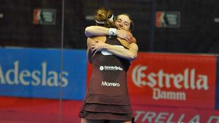 Salazar y Marrero se abrazan tras ganar el partido