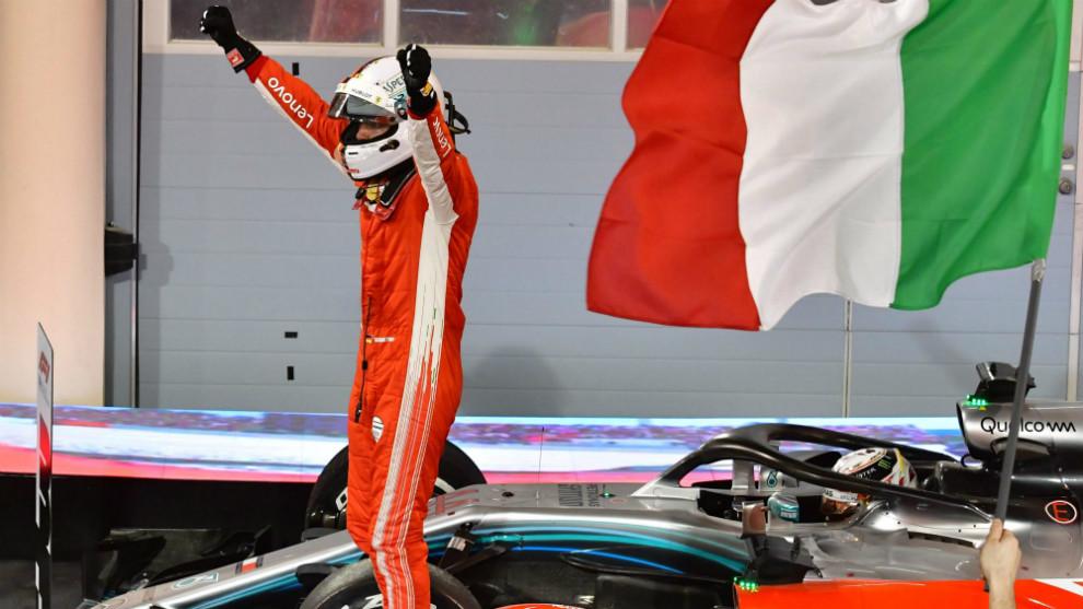 Sebastian Vettel, celebrando la victoria sobre su Ferrari