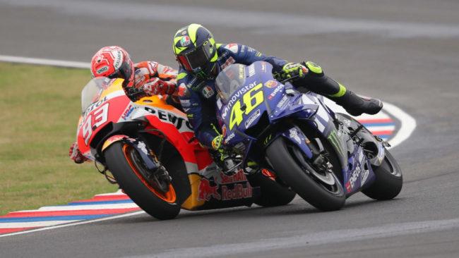 Márquez, durante el adelantamiento a Rossi en una maniobra muy...