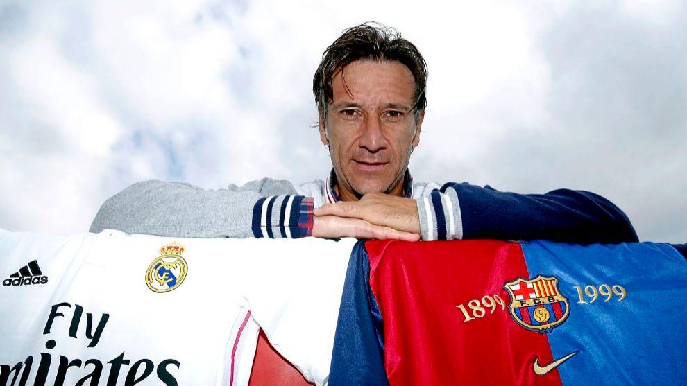 Alfonso Pérez Muñoz con la camiseta del Real Madrid y del Barcelona