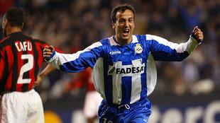 Fran celebra el 4-0 ante el Milán en 2004.