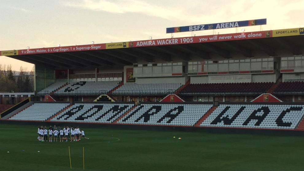 Las jugadoras de la selección española entrenan en el BSFZ Arena de...