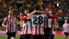 Los jugadores del Athletic felicitan a Córdoba tras marcar su primer...