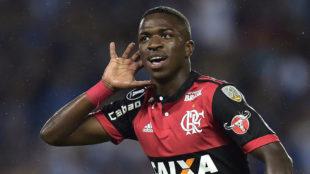 Vinicius celebra un gol con el Flamengo.