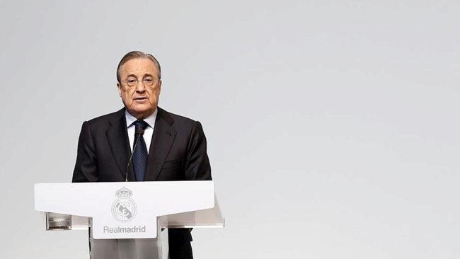 Florentino Pérez, en el acto de entrega de las insignias de oro y...