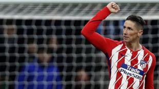 Fernando Torres celebra un gol contra el Alavés esta temporada.