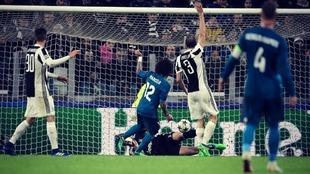 Marcelona marca el tercer gol del Real Madrid en el partido de ida...