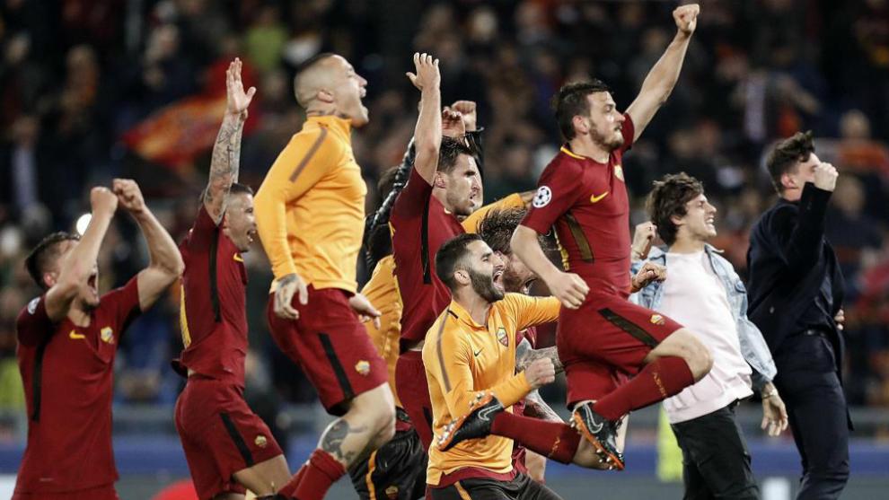 Los jugadores de la Roma celebran la clasificación.
