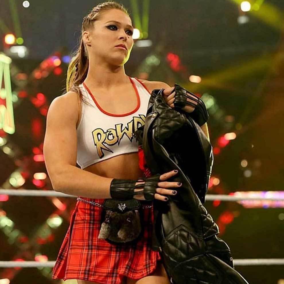 Ronda Rousey triunfando en el Wrestlemania 34 de la WWE