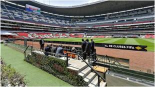 El Estadio Azteca, examinado por la FIFA.