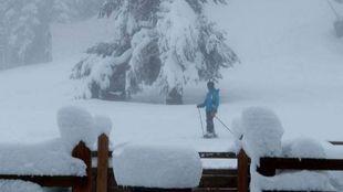 La temporada de esquí no finaliza y los incondicionales del deporte...