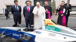 El papa Francisco bendijo un coche de Fórmula E, competición de...