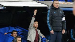 Sergio Ramos, al borde del área técnica.