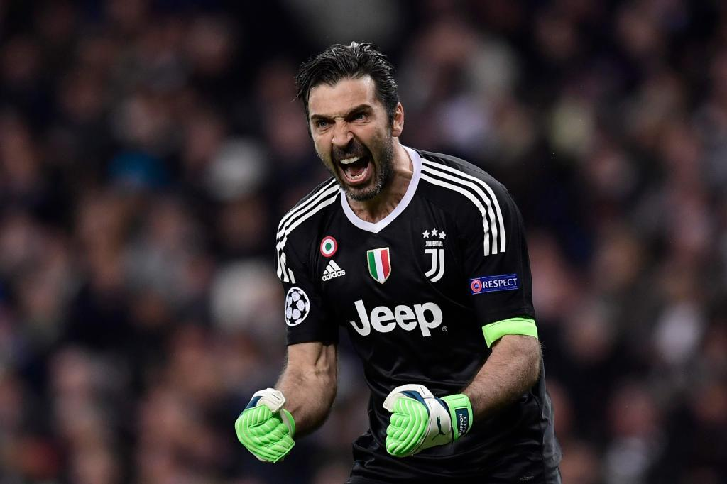 The keeper celebrates a Juve goal