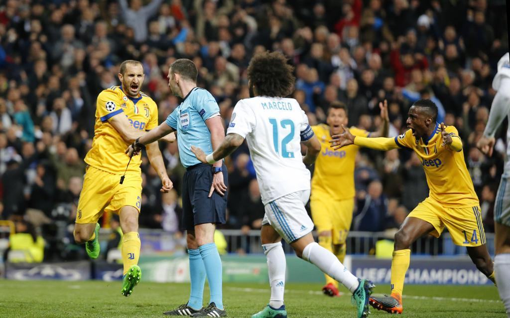 Marcelo rushes in as the penalty is given