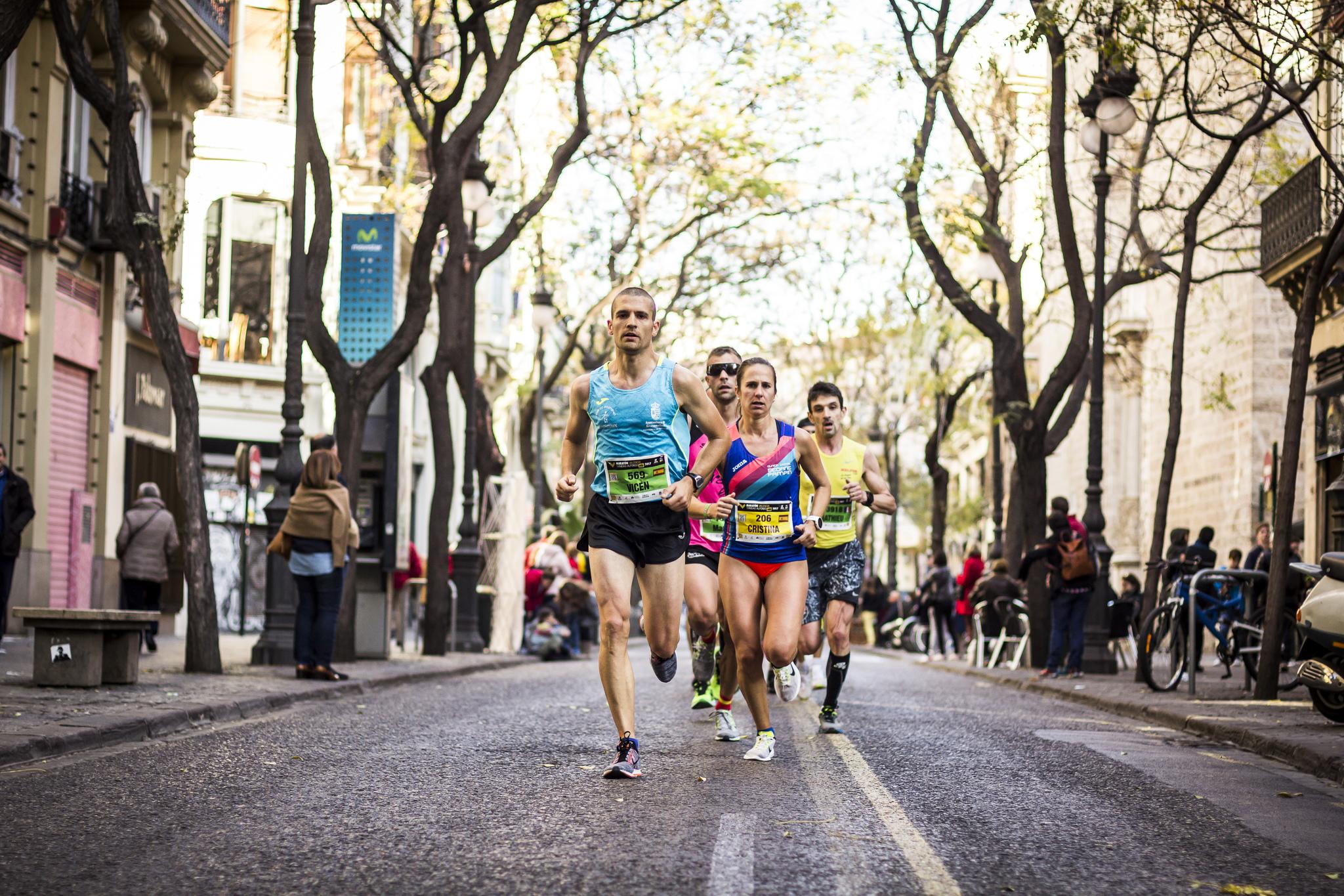 Los corredores, durante el Maratón de Valencia Trinidad Alfonso EDP.