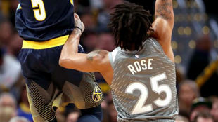 Derrick Rose defendiendo a Will Barton