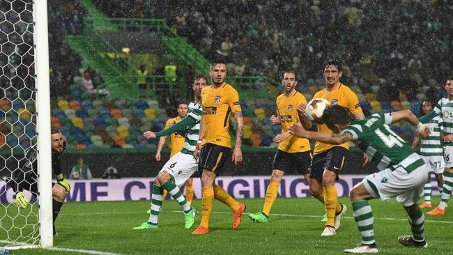 Fredy Montero hace el gol ante el Atlético en el José Alvalade.