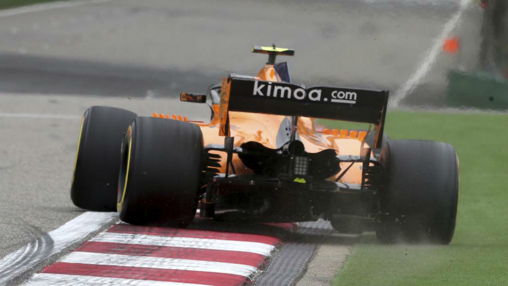 Vandoorne, hoy, poco antes de salirse de pista con la rueda mal...