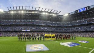 Los jugadores del Madrid y el Bayern antes del duelo de 2017.