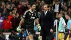 Allegri junto a Buffon durante el Real Madrid - Juventus