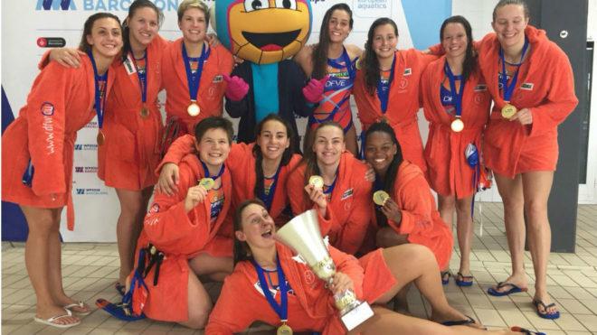 El equipo magiar celebrando su título.
